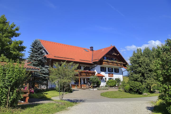 Fewo Hochplatte, Schloss- Bergblick & Seenähe