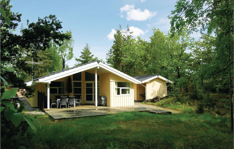 Holiday cottage with 3 bedrooms on 77m² in Glesborg