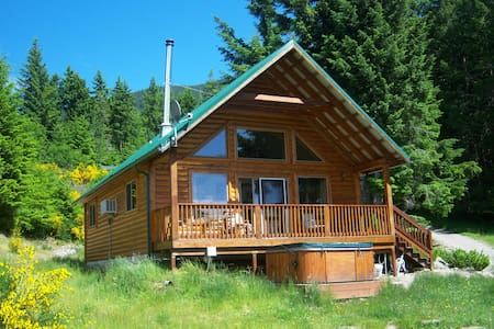 Mt View Cabin, hot tub, great views, elk roam!