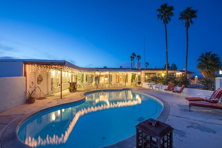 Gracious Desert Hacienda With Pool - Twentynine Palms - Hus