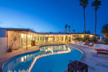 Gracious Desert Hacienda With Pool - Twentynine Palms - Haus