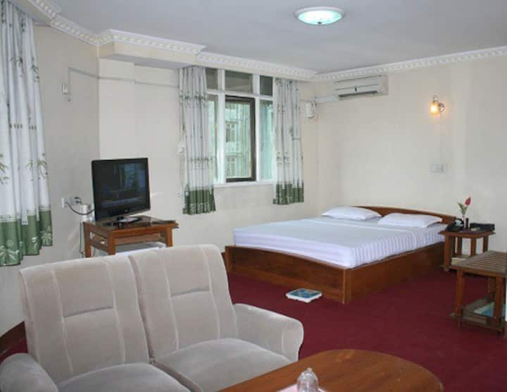 Deluxe Suite w' FREE Airport pickup, Wifi & b'fast