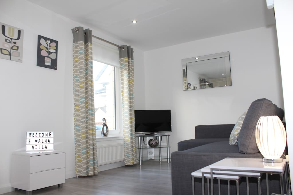 Lounge, double sofa bed, flat screen smart TV with Netflix incl.