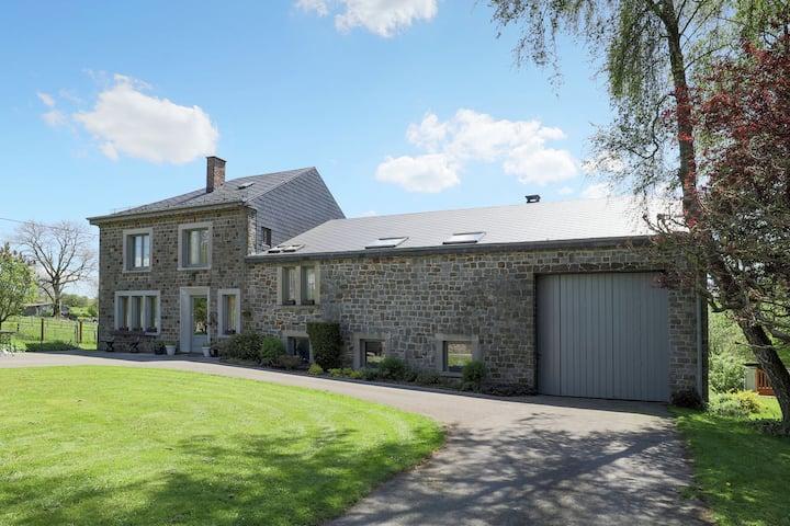 Großzügiges Ferienhaus in Waldnähe in La Roche-en-Ardenne