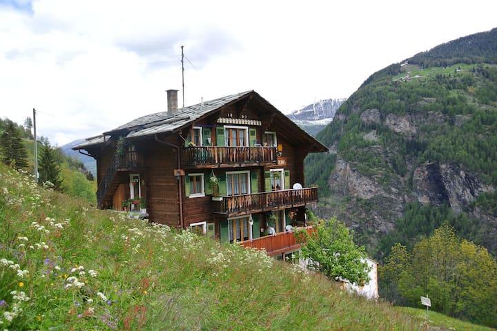 Apartamento moderno con jardín en Valais