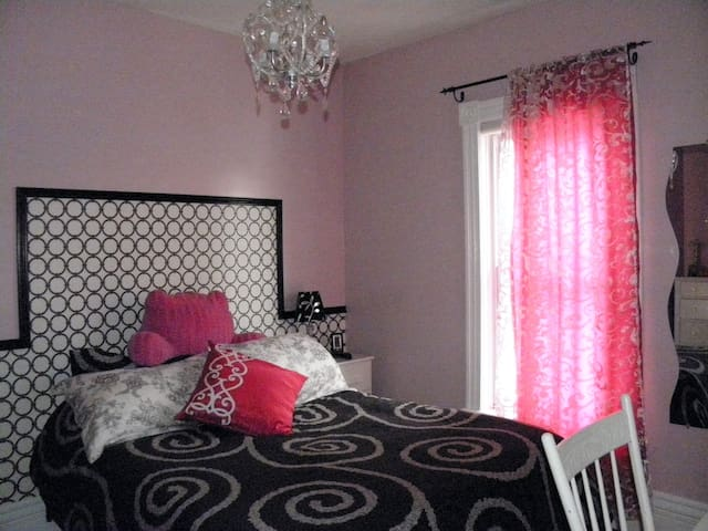 Comfy girly room - Saint Thomas - Dům