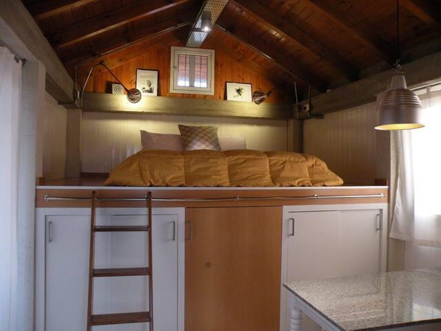casa de huéspedes: plataforma de dormir y comedor