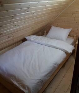 Camera con bagno comune in casa di montagna 2
