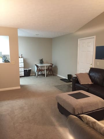 Clean 2 Bdrm close to the highway - Fairlawn