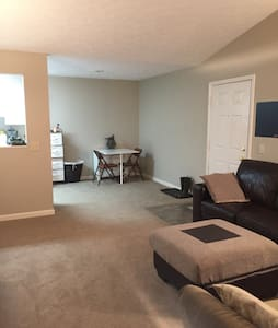 Clean 2 Bdrm close to the highway - Fairlawn - Διαμέρισμα