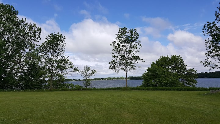 Great Minnesota getaway on private lakeshore lot!