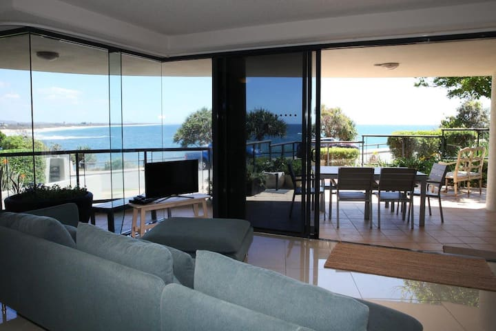 Stunning Oceanfront Apartment - Moffat Beach