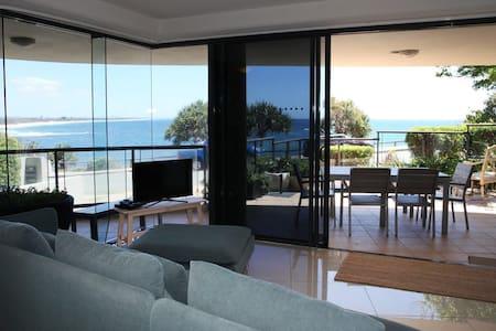 Stunning Oceanfront Apartment - Moffat Beach - Moffat Beach - 公寓