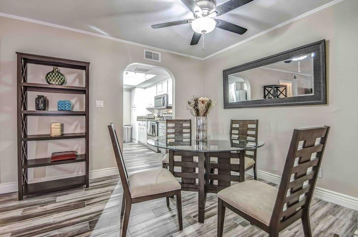 Camelback Mtn / Scottsdale/ Arcadia Luxury Condo