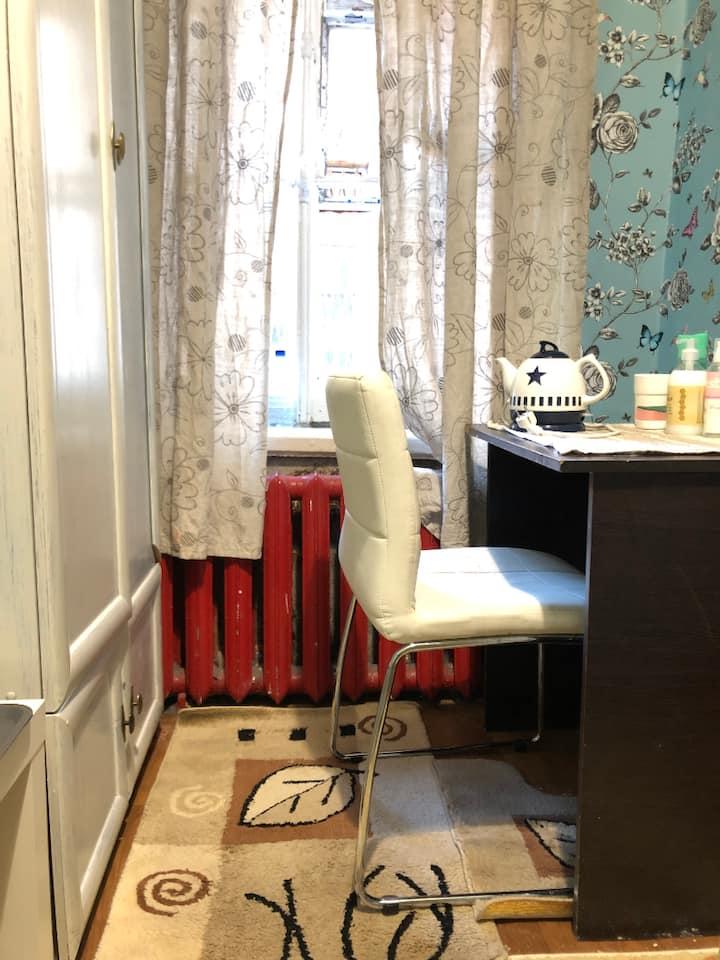 Комнатка у м.Лиговский проспект в старом доме+Wifi