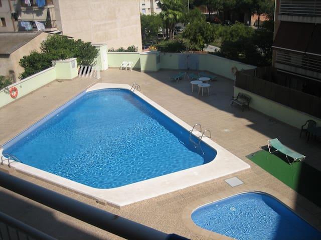 apartamento con piscina, junto estación autobuses