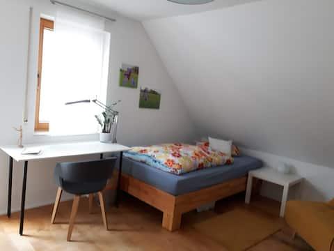 """Ruhiges Dachgeschosszimmer """"IRIS"""""""