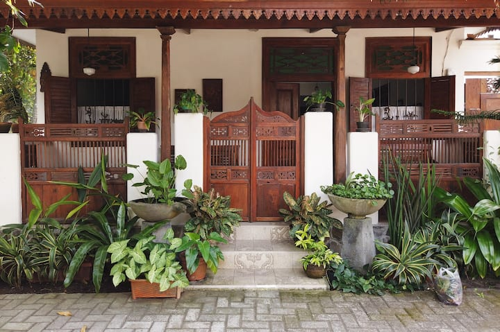 Omah Tentrem: Semi-traditional Javanese house