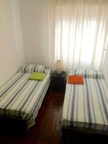 Room for 2 , bathroom in hallway - Pamplona - Apartment