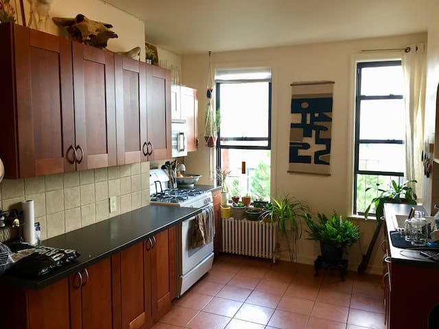 ENTIRE APT: Light Filled Greenpoint 1br + Office