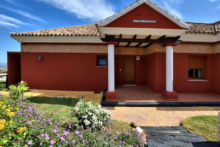 Detached villa with private garden, heated swimming pool and sauna