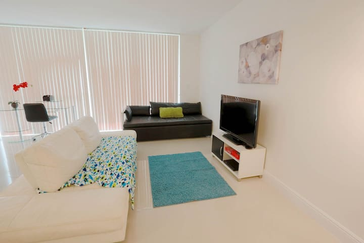 2 BR Suite Downtown Brickell