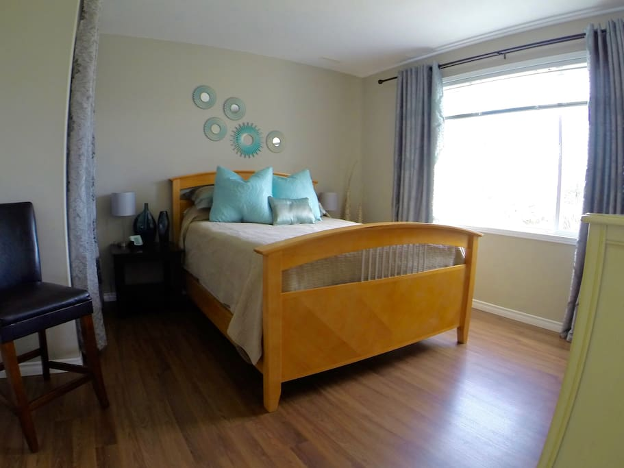 Large bedroom with queen sized bed and lake view