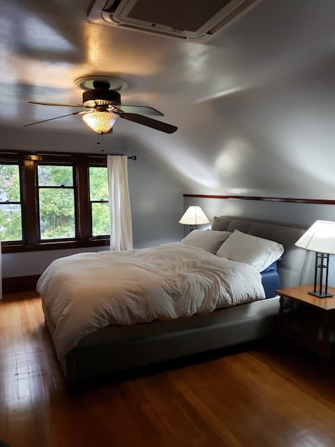 Spacious Master suite in North Oak Park