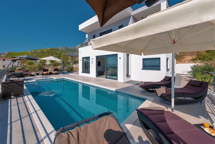 **FIRSTMINUTE**  Villa Felicita with pool&seaview
