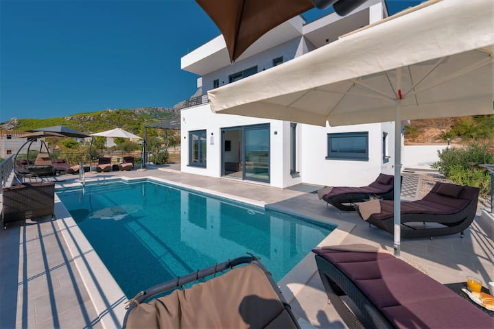Modern Villa Felicita, pool&seaview