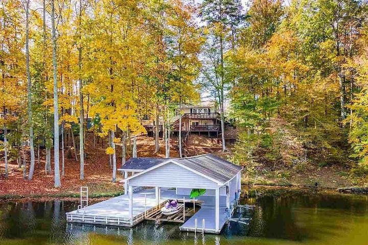 Stay a Little Longer-Waterfront Cottage with Wifi