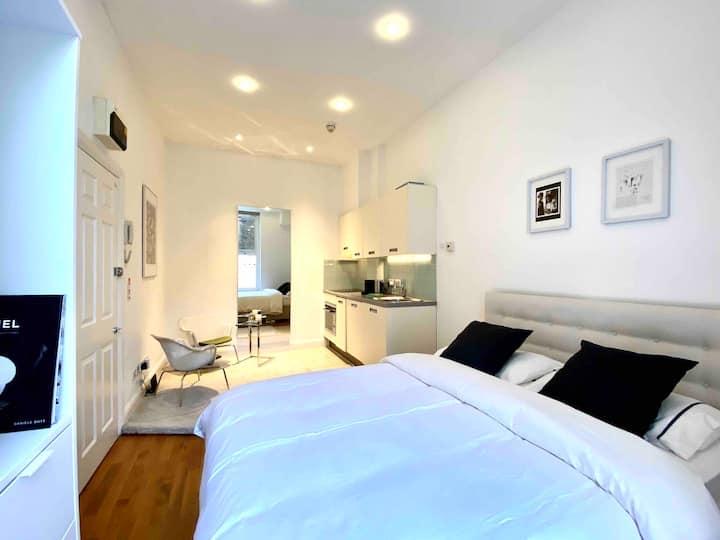 Luxury Suite in Central London / Harrods