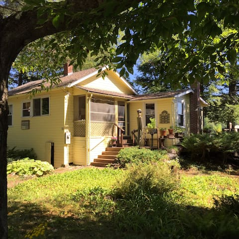 Summer Cottage on Beautiful Lake, Western Maine