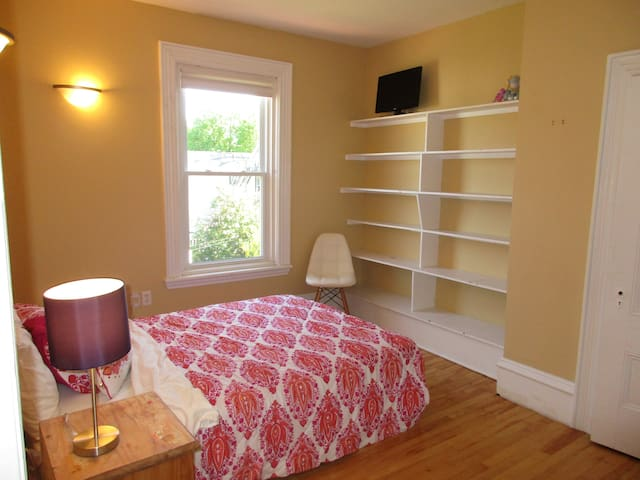 DOUBLE ROOM-IN GRACIOUS VICTORIAN HOME HALIFAX - Halifax - Bed & Breakfast