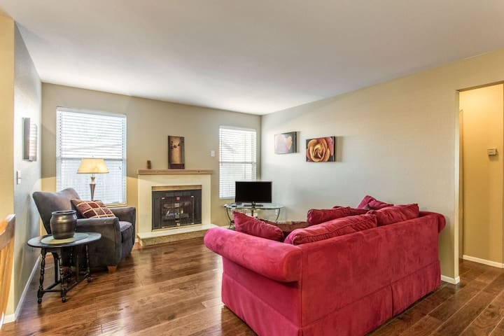 Cozy and Peaceful Apt. Across from Vet's Park & Near Downtown (102)