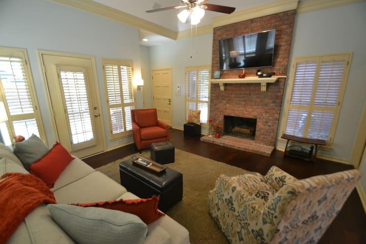 Courtside Cottage, cozy, beautiful neighborhood - Garland - Ev