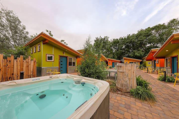 Charming studio w/ shared hot tub - near Arches National Park!