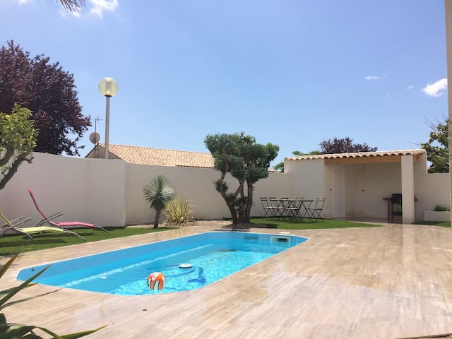 villa piscine dans lotissement - Lunel - Hus