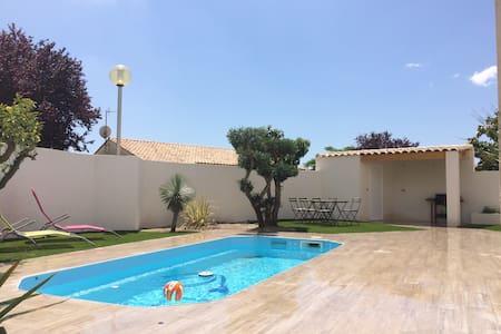 villa piscine dans lotissement - Lunel