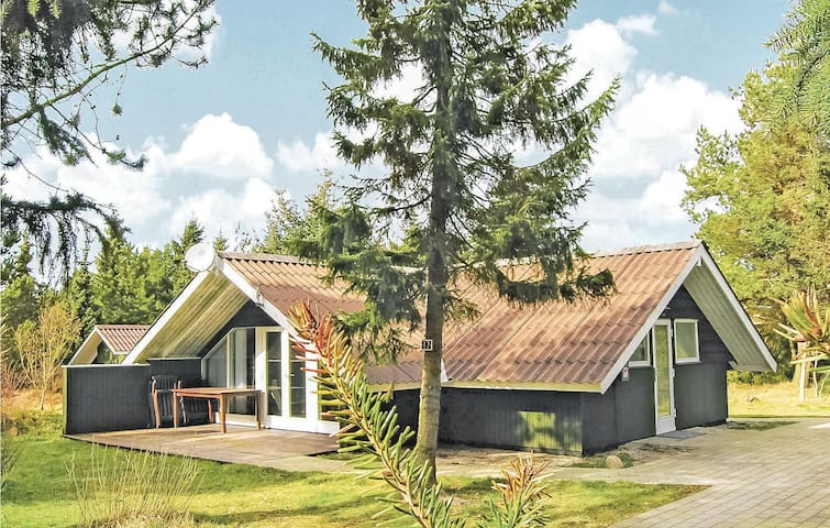 Holiday cottage with 2 bedrooms on 56m² in Fjerritslev
