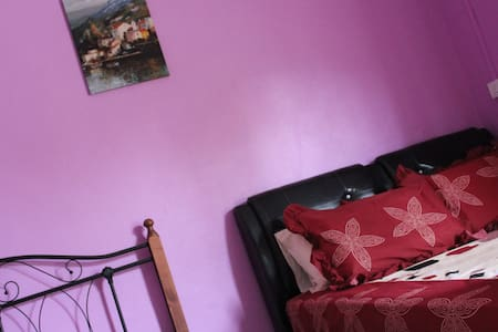 Kay Guest Room 1 (Purple Room) - Guesthouse