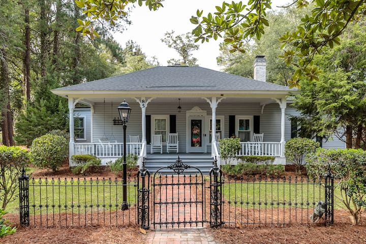 RIGHT IN THE HEART OF PINEHURST: The Hale Cottage