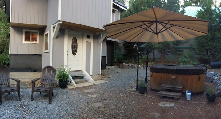 One Bedroom House with Hot Tub downtown Tahoe City