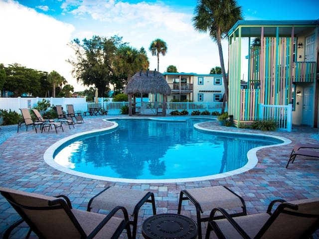 301 Avenida Del Norte - Clean, Comfortable Condo with an Amazing Pool Located in the Heart of Siesta Key Village