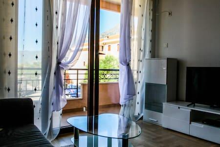 Апартаменты с видом на море 1 сп., море 70 м, 4-5 - Risan