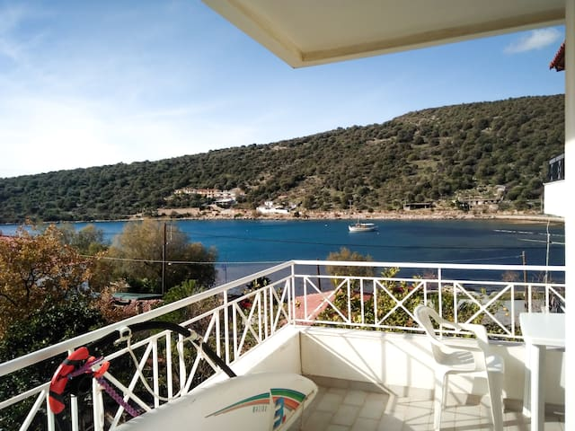 Steps from Sea with great view cozy apt. - Chalkida - Lejlighed