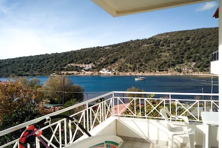 Steps from Sea with great view cozy apt. - Chalkida - Apartmen