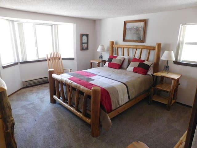 Bedroom 1_Queen size bed_Large Screen TV