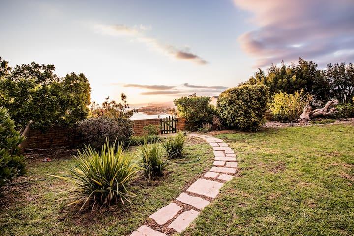 Zaria Sun Garden Cottage
