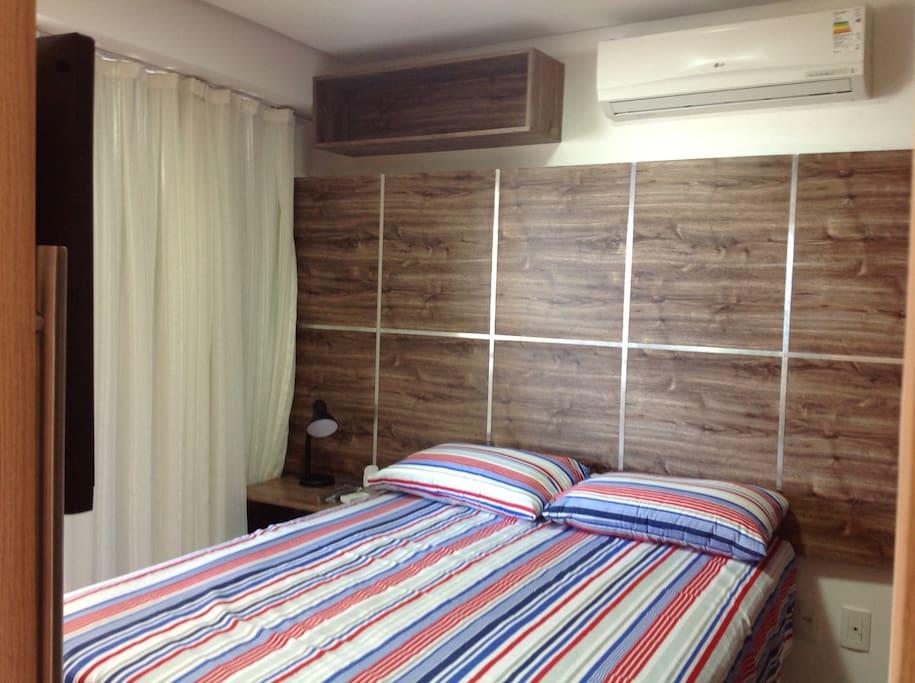 Suite principal : dispoe de ar condicionado, tv, armarios e itens de cama e banho